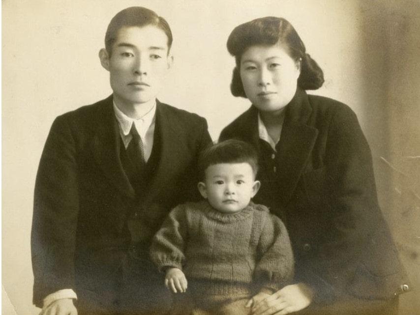 江崎器械創業者、江崎清四郎と妻子の画像